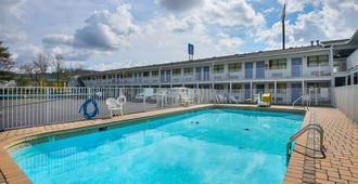 Motel 6 Chattanooga East - Chattanooga - Piscina