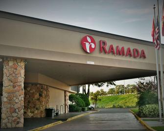 Ramada by Wyndham Jacksonville Hotel & Conference Center - Jacksonville - Building