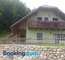 Vaznik Farm House Apartments