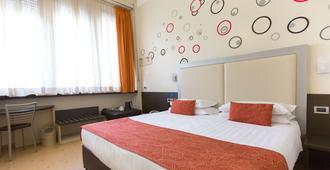Hotel Piacenza - Milão - Quarto