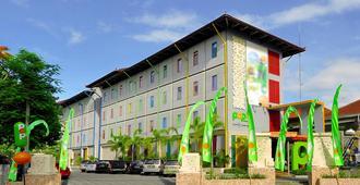 Pop! Hotel Teuku Umar - דנפסאר - בניין