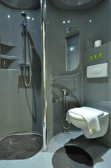 Pop! Hotel Teuku Umar - Denpasar - Bathroom