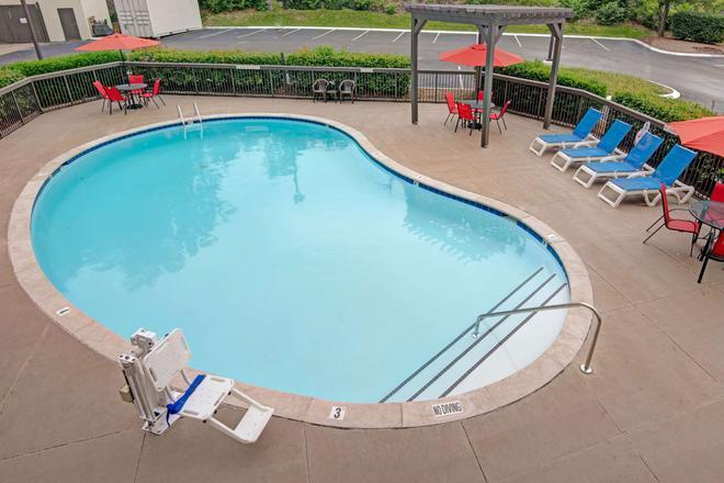 Baymont by Wyndham Nashville - Nashville - Pool
