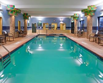 Holiday Inn Express Hotel & Suites Athens, An IHG Hotel - Athens - Pool