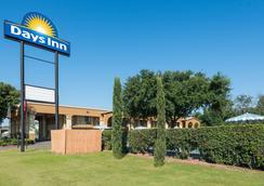 Days Inn by Wyndham, San Marcos - San Marcos - Building