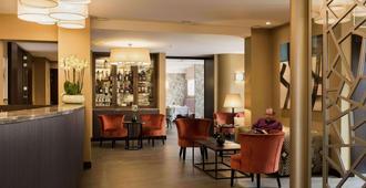 Aragon Hotel - ברוג' - בר