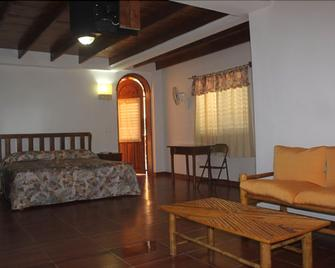 Colin's Hotel - Jacmel - Bedroom