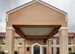 Quality Inn & Suites Pine Bluff - Pine Bluff - Building