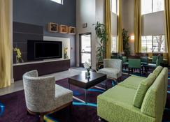 Holiday Inn Express Hotel & Suites Livermore, An IHG Hotel - Livermore - Lobby