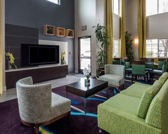 Holiday Inn Express Hotel & Suites Livermore - Livermore - Lobby