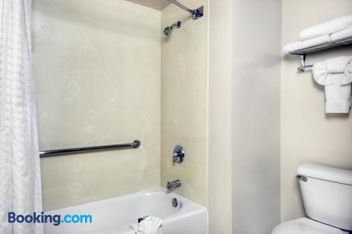 University Park Inn & Suites - Davis - Bathroom