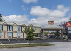 Econo Lodge - Orillia - Building