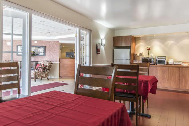 Econo Lodge - Orillia - Restaurant