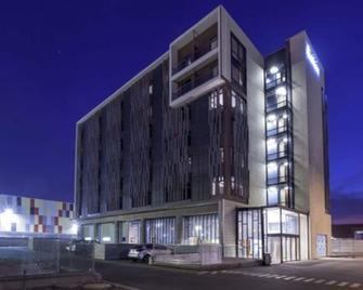 Hotel Manquehue Aeropuerto - Santiago - Building
