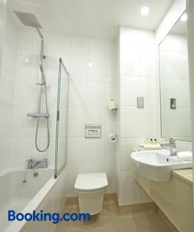 Briar Court Hotel - Huddersfield - Bathroom