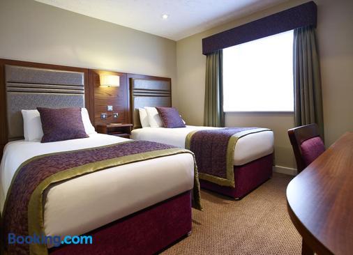 Briar Court Hotel - Huddersfield - Bedroom