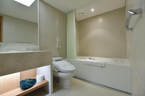 Pacific Hotel - Seoul - Bathroom