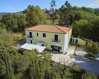 Lamione da Dorotea - Torchiara - Building