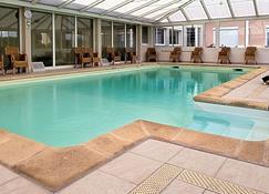 أوستلريه دي مون-أميه - فرتوس - حوض السباحة