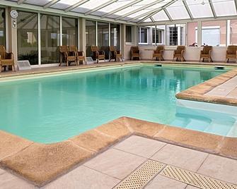 Hostellerie Du Mont Aimé - Vertus - Zwembad