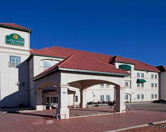 La Quinta Inn & Suites by Wyndham Ruidoso Downs - Ruidoso Downs - Building