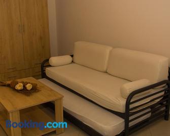 Central Luxury Studio - Corinth - Living room