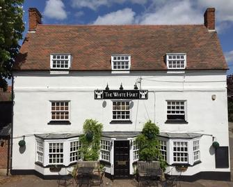 The White Hart - Newport Pagnell - Building