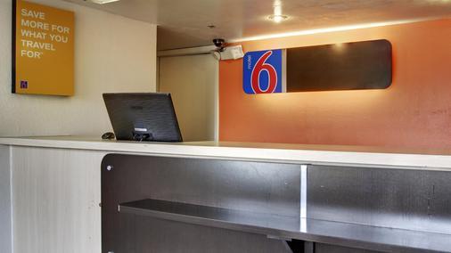 Motel 6 Des Moines - Des Moines - Front desk