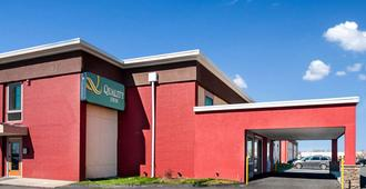 Quality Inn Near Pimlico Racetrack - Baltimore - Building