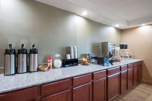 Quality Inn Near Pimlico Racetrack - Baltimore - Buffet