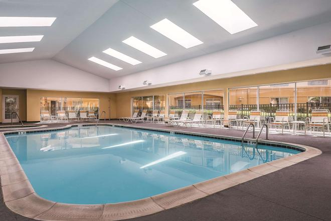 La Quinta Inn & Suites by Wyndham Univ Area Chapel Hill - Durham - Pool