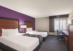 La Quinta Inn & Suites by Wyndham Univ Area Chapel Hill - Durham - Bedroom
