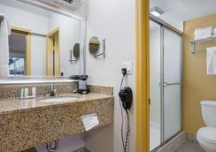 Quality Inn & Suites Hollywood Boulevard - Hollywood - Phòng tắm