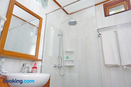 Spring Hill Bungalow Ruteng - Ruteng - Bathroom