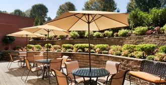 Hampton Inn New York - LaGuardia Airport - Queens - Patio