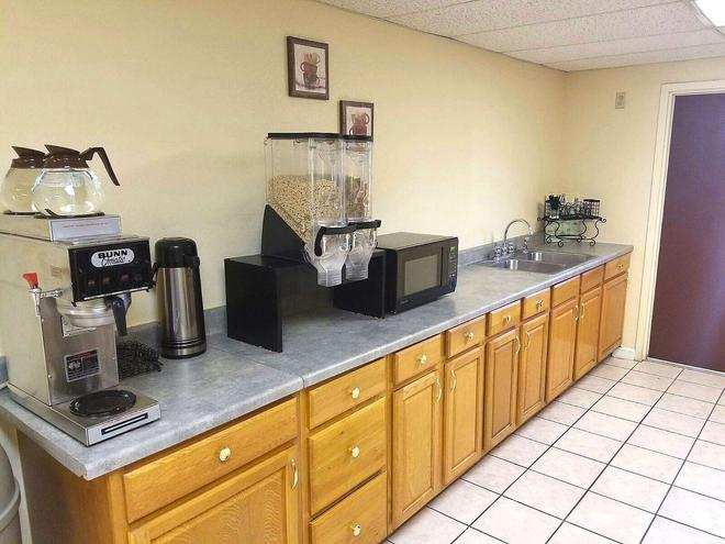 Americas Best Value Inn Evansville - Evansville - Buffet