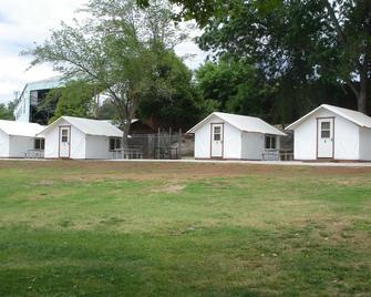 Mariposa Fair Bungalow Tent Cabins - Caravan Park - Mariposa - Edificio