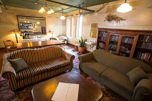 Mcmenamins Edgefield - Troutdale - Living room