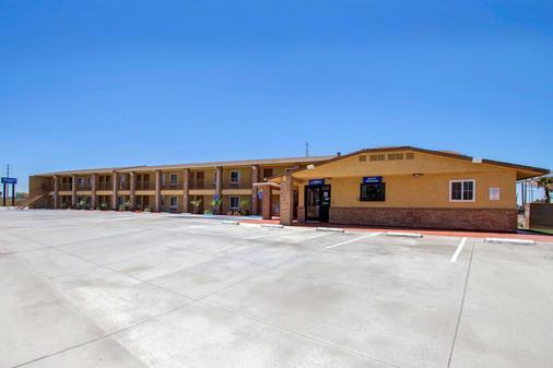 Rodeway Inn - Adelanto - Building