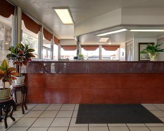Americas Best Value Inn Uvalde - Uvalde - Front desk