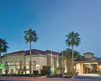 La Quinta Inn & Suites Los Banos - Los Banos - Gebouw
