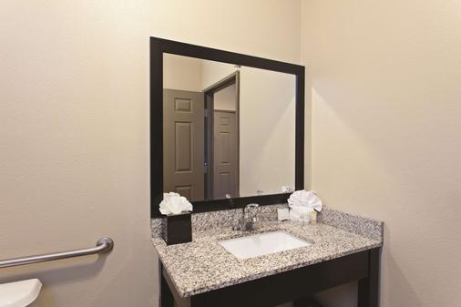 La Quinta Inn & Suites Los Banos - Los Banos - Bathroom