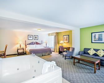 Holiday Inn Roanoke-Tanglewood-RT 419&I581 - Роанок - Спальня