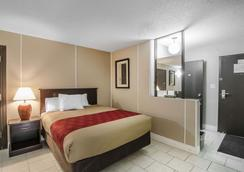 Econo Lodge - Lloydminster - Bedroom