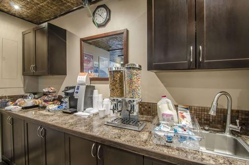 Econo Lodge - Lloydminster - Buffet
