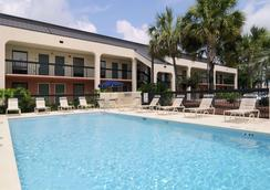 Baymont by Wyndham Tallahassee - Tallahassee - Uima-allas