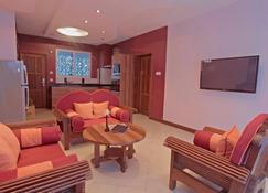 Cowrie Shell Beach Apartments - Mombasa - Piscina