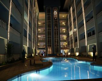 Cowrie Shell Beach Apartments - Mombasa - Pool