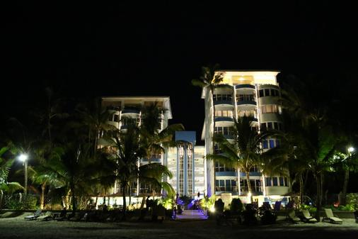 Cowrie Shell Beach Apartments - Mombasa - Building