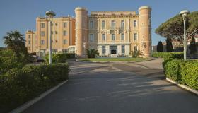 Langley Resort Napoléon Bonaparte - L'Île-Rousse - Building